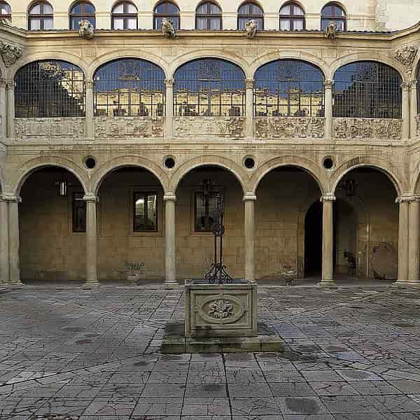 Patio del Palacio de los Guzmanes