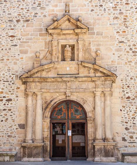 Portada Basílica de la Encina