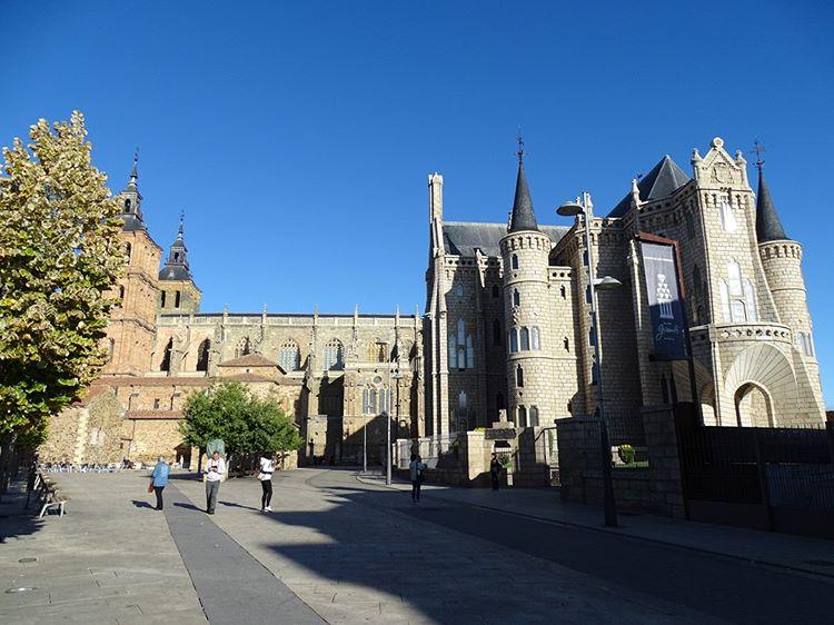 Palacio Episcopal de Astorga exteriores