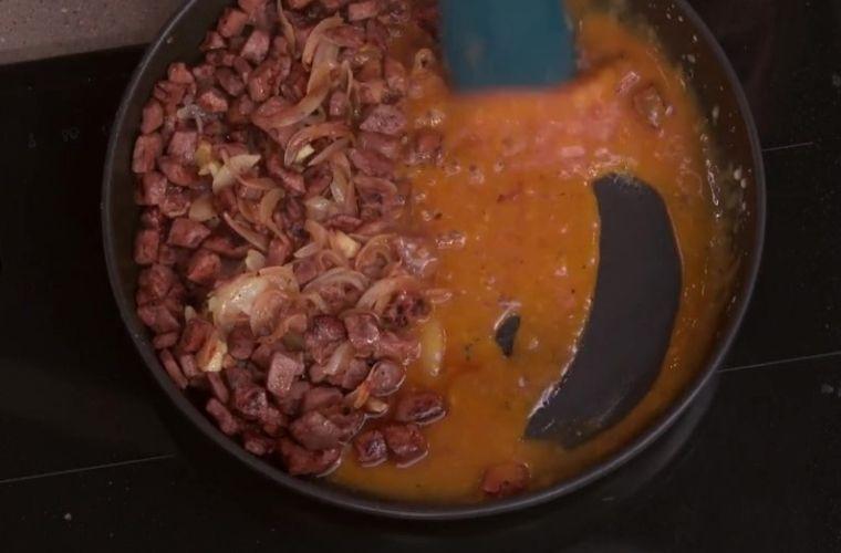 Hígado encebollado, salsa