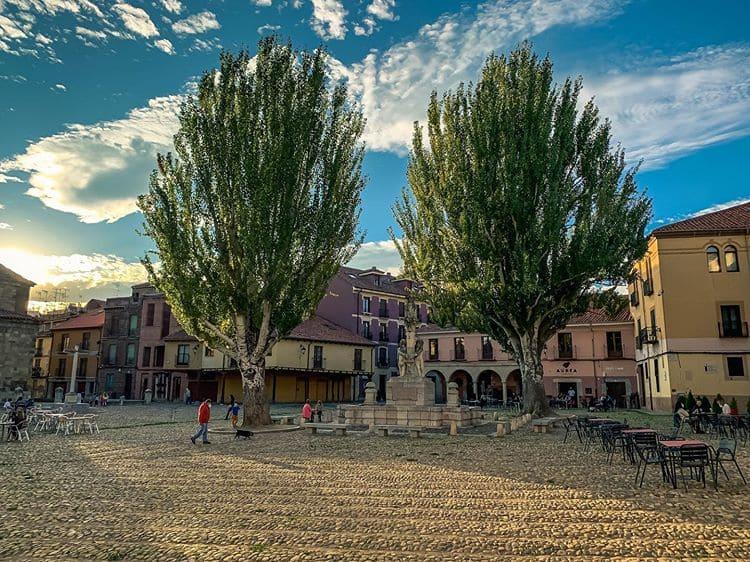 21 Lugares Clave Que ver en León Ciudad, Plaza del Grano